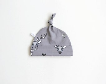 Gray hat with deer, baby knotted hat, knot hat, knotted hat, stags print, cotton baby hat, newborn hat. Grey hat with geometric stags