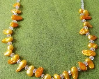 HandMade beadwork yellow Pearls and clear Swarovski necklace magnetic clasp