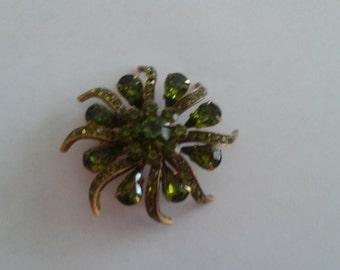 Vintage Green Glass Goldtone Flower Brooch