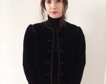 Vintage  jacket,vest,top in black velvet,from the 80s ;)