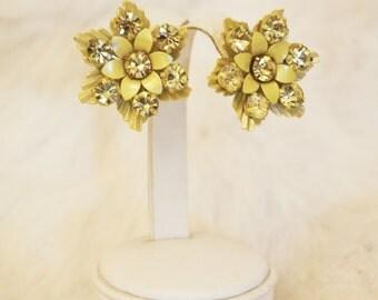 Vintage 1950's Light metallic sheen yellow flower / floral rhinestone detail art deco earrings