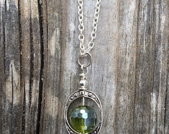 Green Bead & Saturn Ring Necklace.  SC0164