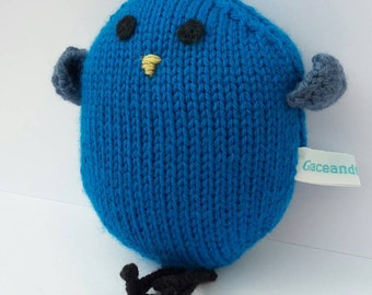 Doris: the handknitted bird