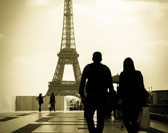 Eiffel Tower Print - Paris Print, Love Print, Paris Wall Art, Couple Print, Paris Decor - Paris Photography Print