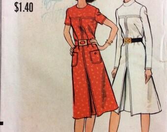 1970s A-line dress with top-stitch detailVogue 8111 uncut vintage sewing pattern Bust 34 Waist 25.5 Hip 36 Retro 70s Mad Men or Preppy style