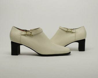 Vintage 90s Ivory Leather Stacked Heel Structural Minimalist Mod Pumps Ankle Shoes  US 8 1/2
