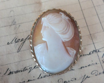 Antique Cameo Brooch Pendant-Gold Rope Surround Beautiful Victorian Silhouette-Gift Idea!