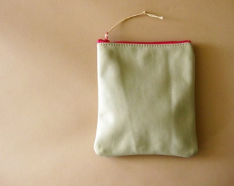 Zip pouch - Taupe leather with hot pink zip