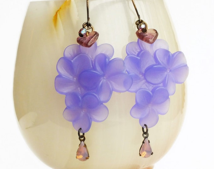 Lilac Flower Earrings Vintage Purple Lucite Flowers Large Floral Earrings Statement Earrings Pastel Bridal Wedding Jewelry Spring