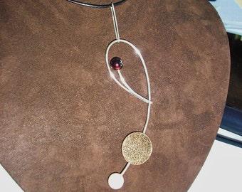 Loop Necklace w/Pearl & Garnet