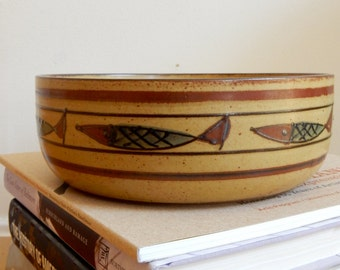 1970s Stoneware Serving Bowl Speckled Tan Umber Brown Stripes Abstract Seven Fishes Pattern Fab Mid Mod