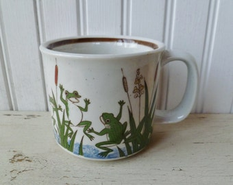Frogs Coffee Mug. Vintage Dancing Frogs & Cattails Cup. Vintage Speckled Stoneware Mug.