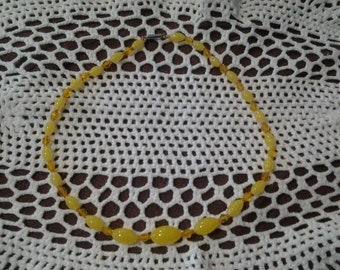 Vintage 1940's yellow barrel glass necklace