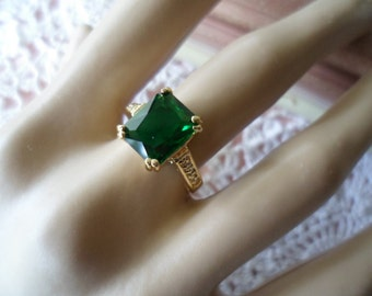 Antique vintage Gold Ring with Emerald Green and Sapphire White Stones ring size 7