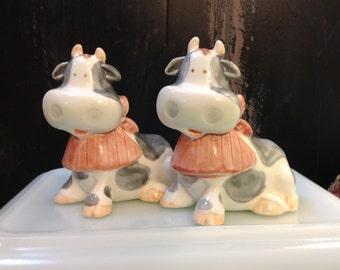 cute farm cow salt and pepper shakers