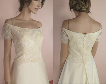 "90's Vintage Wedding Dress - ""A"" line bridal gown – Elegant wedding dress from the 1990's - Off-shoulder dress"