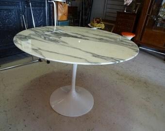 Saarinen Knoll International Tulip table