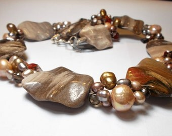 Collier petrified wood and pearls
