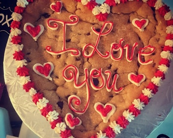 """8"""" Heart or Round Cookie"""
