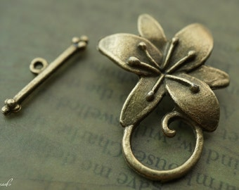 Lilly Toggle & Clasp, Brass Findings, Toggles and Clasps