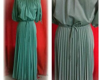 Beautiful green knife pleat short sleeve Maxi dress circa 1970's- Size M