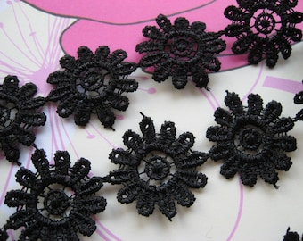 PER METRE Guipure Lace Trim in Black with Daisy motif, 25mm wide, non-elasticated