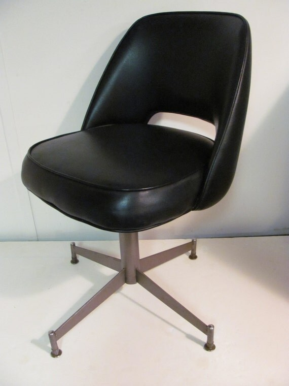 Mid Century Modern Black Naugahyde Swivel Chair