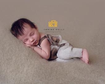 Newborn romper with pockets