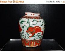 on sale Ming Dy. Chinese Wucai glaze porcelain tea jar w/o lid painted red lion w.green lotus (明代五彩茶叶罐)