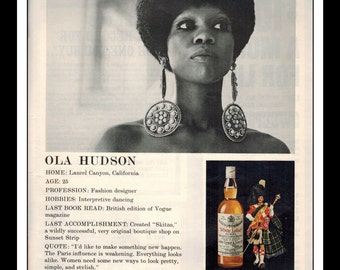 "Vintage Print Ad October 1969 : Dewar's White Label Blended Scotch Whiskey Ola Hudon Sexy Girl Wall Art Decor 8.5"" x 11"" Advertisement"