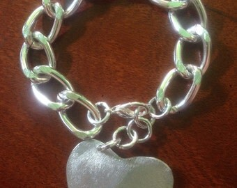 Aluminum bracelet with heart pendant