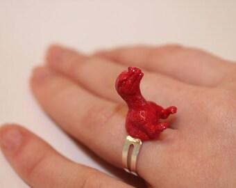 FREE SHIPPING Red Proceratosaurus Plastic Dinosaur Toy Ring Jewelry