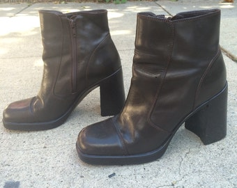 Vintage 1990s dark chocolate brown leather Diba USA boots with chunky stacked heel / women's size 8.5 / 8 1/2
