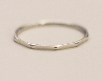 Delicate silver faceted ring (1 mm)
