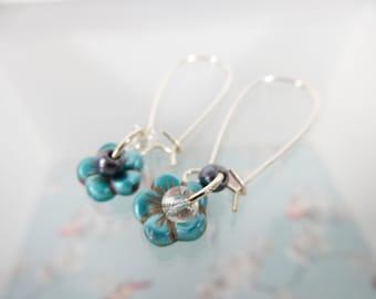 Green Flower Earrings, Silver Wire Earrings, Beaded Jewellery, Handmade Earrings, Floral Jewelry