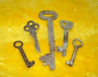 5 Dark Skeleton Keys , Keys for Collectors / different categories 1950