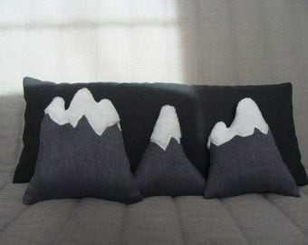 Deco pillow mountain / cushion between mountain and Lake