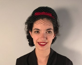 Vintage 1950s Hat | Green Velvet 50s 60s Pillbox Hat with Red Bow & Veil