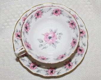 Beautiful Vintage Grosvenor Teacup and Saucer Pink Roses & Grey Leaves Garland Border Very Nice