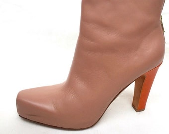 Nice ankle boot in a very easy color - heel in contrast. Size 41