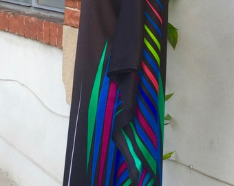 Vintage black and stripes dress. So eighties. Loose fit. Not easy to get rid of it..