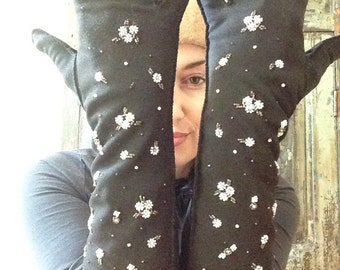 1940's Hand Beaded and Hand Stitched Gloves
