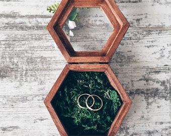 Ring holder with moss, Ring Bearer Box, Wedding Ring Box, Rustic Ring Box, Wedding Ring Holder, Wedding decor, Wood Box, Woodland wedding