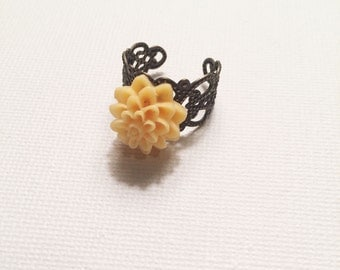 Adjustable yellow floral ring