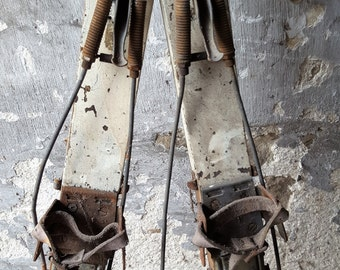 REDUCED IN PRICE! / Vintage Snow Skis