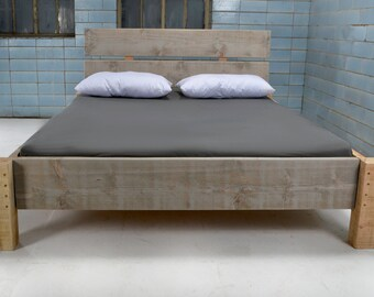 Bed from recycled lumber MANOSQUE