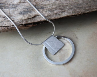 Ring and bar pendant with leaf texture