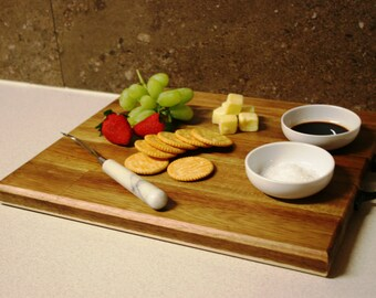 Serving or cutting board & 2 x serving dishes