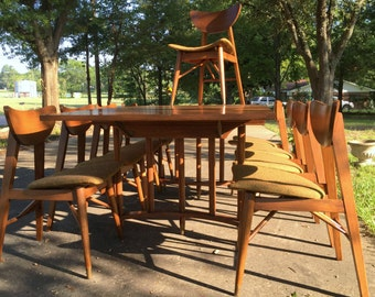 Mid Century Modern Holman  Dining Room Table with 9 chairs !!