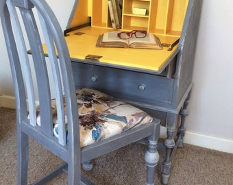 Extremely elegant bureau/secretaire/writing desk with chair